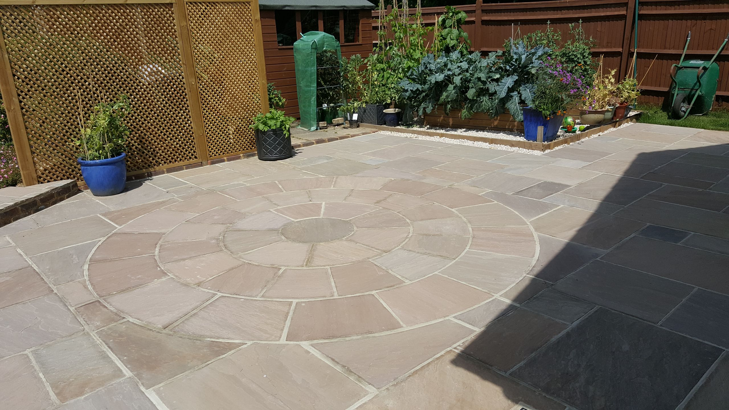 Patio in Horsham with circle wheel effect