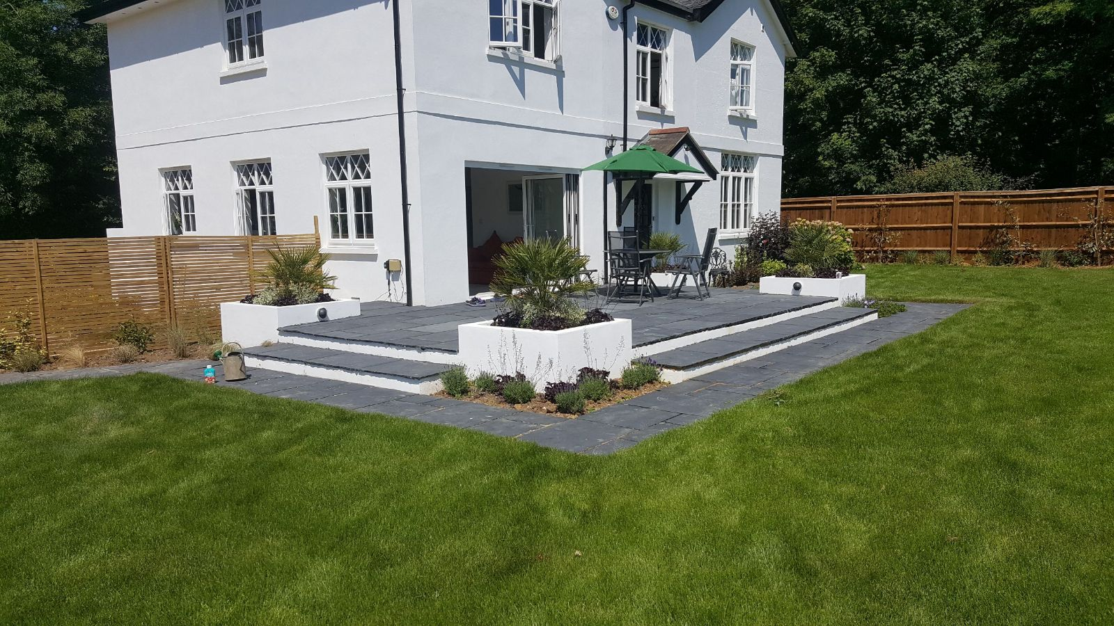 garnden design in horsham with stand out patio