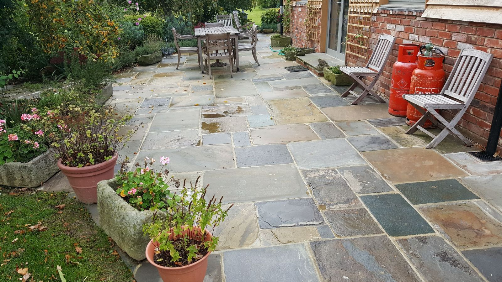 Stone slab patio - Garden design horsham